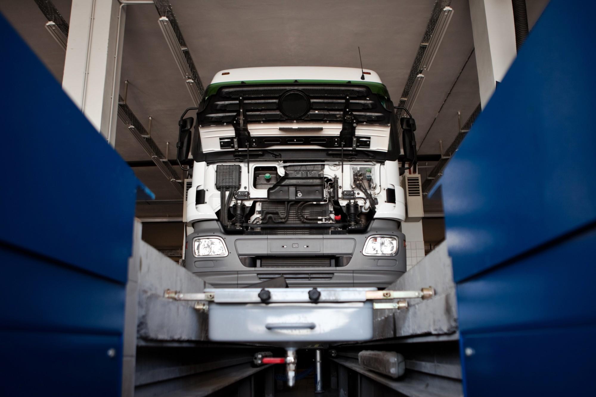 direção hidráulica de caminhão